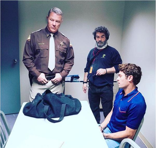 James Hetfield, do Metallica, com Zac Efron nos bastidores do filme sobre o serial killer Ted Bundy (Foto: Instagram)