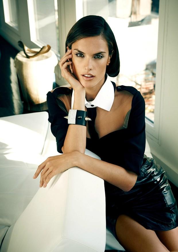 Aposte nas saias de couro para um verão mais rocker – e sexy! (Foto: James Macari/Vogue Brasil, dezembro de 2011)
