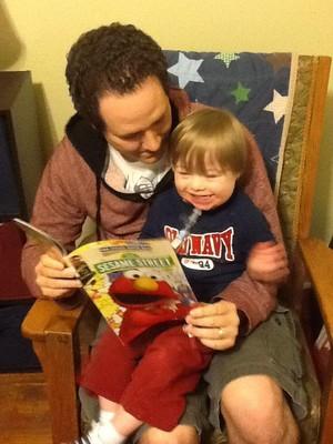 """Ollie e seu pai, Chip Reece, autor de """"Metaphase"""" (Foto: Reprodução/Facebook)"""