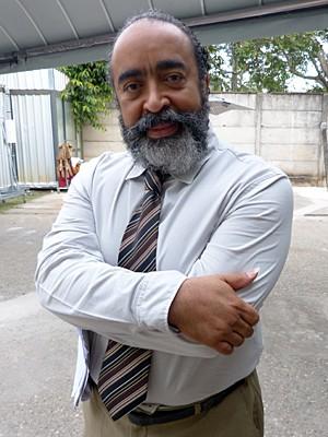 Quem diria! O intérprete do malvado Simplício encarna palhaço e visita hospitais (Foto: Malhação / Gshow)