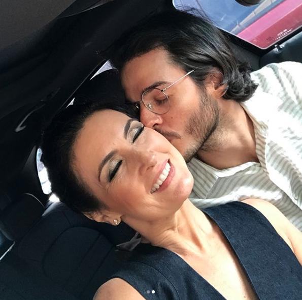 Fátima Bernardes posa agarradinha com novo namorado: 'Ele e eu'