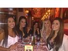Amanda Djehdian janta com Tamires e outras ex-BBBs em São Paulo