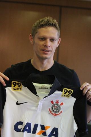 Com contrato com o Corinthians até fevereiro a6491458fd5a7