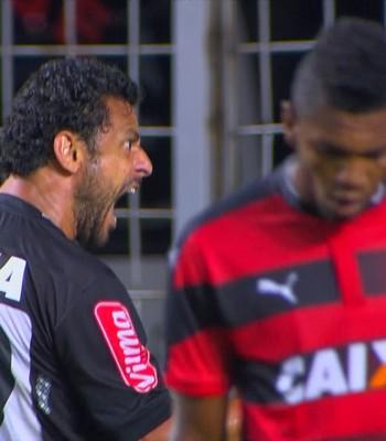 Fred comemora gol contra o Vitória (Foto: Reprodução / Premiere)