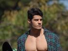 Viva São João! Mister Brasil entra no clima junino e posa sexy no campo