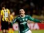 Willian, do Palmeiras, brilha contra  o Peñarol e leva a pintura de quarta