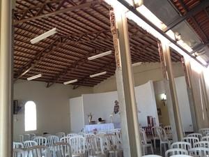 Inicialmente, igreja do Padre Luiz tinha capacidade para 30 pessoas sentadas em Aparecida de Goiânia (Foto: Versanna Carvalho/G1)