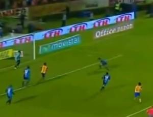Zagueiro faz contra e classifica Tigres (Foto: Reprodução/Internet)