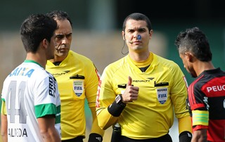árbitro Ricardo Marques Ribeiro coritiba e Flamengo (Foto: Agência Getty Images)