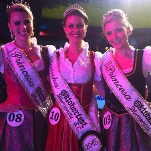 Estudante de 21 anos é eleita rainha da Oktoberfest 2015 (Vanessa Moltini/RBS TV)
