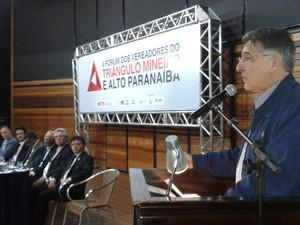 Fernando Pimentel pré-candidato PT Fórum Vereadores Uberaba  (Foto: Alex Rocha/ G1)