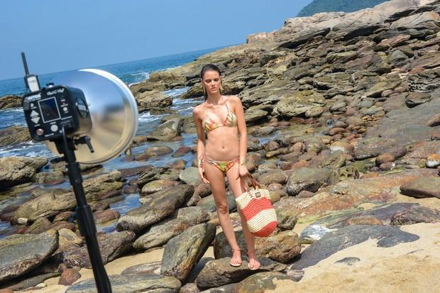 Laura Neiva posa para campanha de Lenny Niemeyer para a C&A (Foto: Lu Prezia/Divulgação)