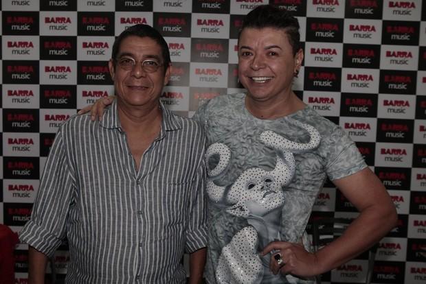 Zeca Pagodinho e David Brazil em show na Zona Oeste do Rio (Foto: Isac Luz/ EGO)