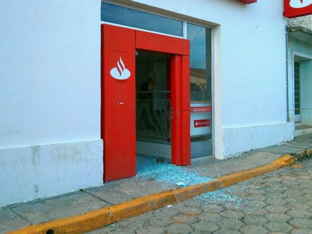 Agência Bancária Detonada em Sarapuí (Foto: Cláudio Nascimento/TV TEM)