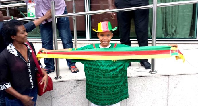 torcida na chegada de Camarões (Foto: Bruno Marques)