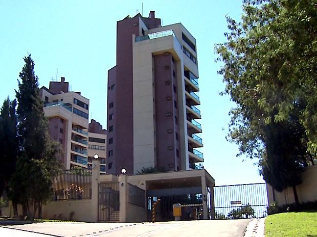 Ladrão escalou prédio para roubar apartamento de delegado (Foto: Reprodução EPTV)