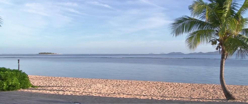 Mar de Fiji segue muito baixo, o que provocou mais um adiamento da competição feminina (Foto: Reprodução WSL)