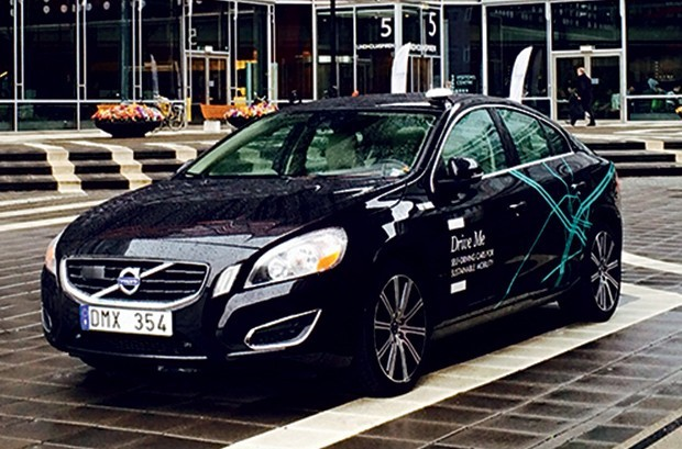 PIONEIROS O Drive Me, da Volvo, chegará ao público até 2018 (Foto: Divulgação)