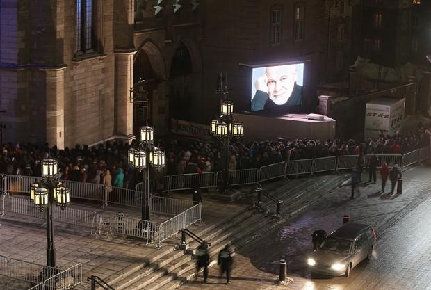 Público na Basílica de Basílica de Notre-Dame em Montreal, no Canadá (Foto: Tom Szczerbowski/Getty Images/AFP)