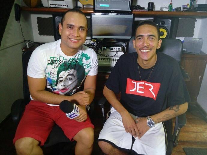 Menilson Filho bate papo com o rapper Maeed Menezes (Foto: Fernando Petrônio)