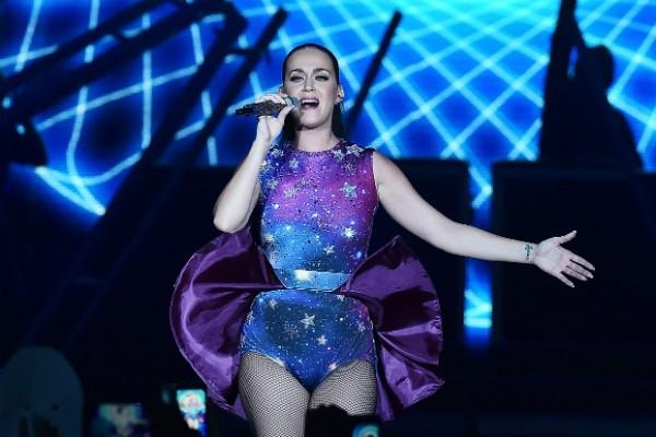 Katy Perry durante uma paresentação (Foto: Getty Images)
