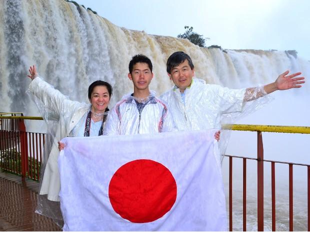 Estimulados pela Copa do Mundo no Brasil, 1.253 japoneses visitaram as Cataratas do Iguaçu entre os dias 1º e 17 de junho (Foto: Cataratas do Iguaçu S.A. / Divulgação)