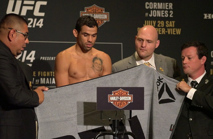 Renan Barão pesagem UFC 214 (Foto: Evelyn Rodrigues)