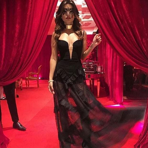 Paula Fernandes curte baile de máscaras (Foto: Instagram/ Reprodução)