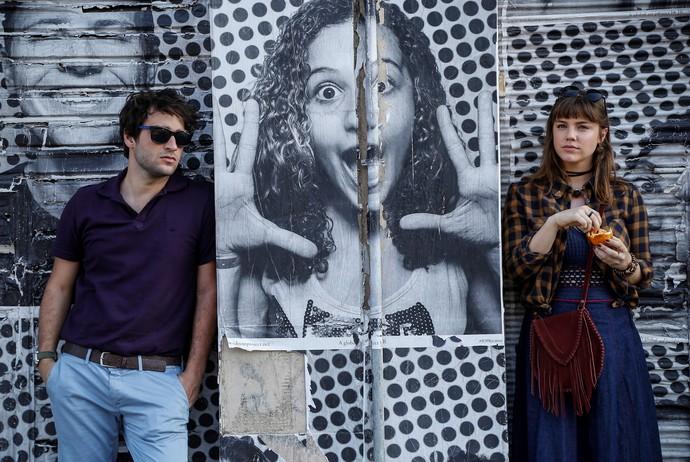 Humberto Carrão e Alice Wegmann gravam cenas de Tiago e Isabela no Rio de Janeiro (Foto: Raphael Dias/Gshow)