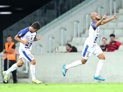 Wesley comemora gol do Foz de Iguaçu contra o Atlético-pr (Foto: Heuler Andrey / Estadão Contéudo)