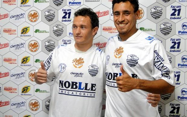 Ricardinho e César Santiago são apresentados no Comercial (Foto: João Fagiolo / Globoesporte.com)