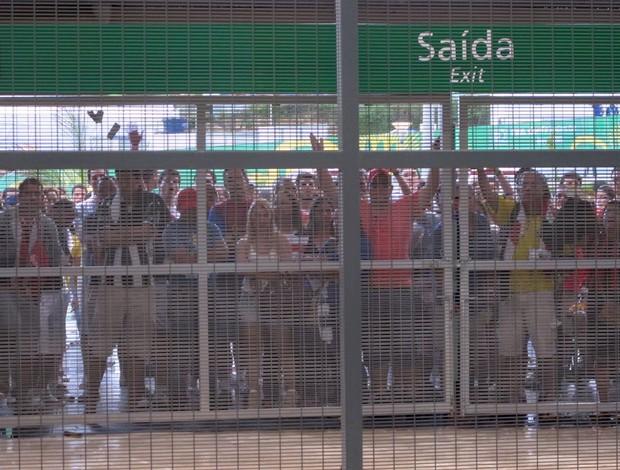 Torcida impedida de entrar Arena Pernambuco (Foto: Alexandre Alliatti)