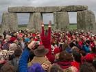 Centenas celebram o solstício de inverno em Stonehenge