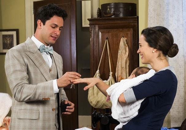Celso pede Maria em casamento (Foto: TV Globo)