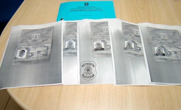 Segundo a PF, documentos falsos foram apreendidos quando estrangeiros tentavam embarcar para a Europa (Foto: Divugação/PF)