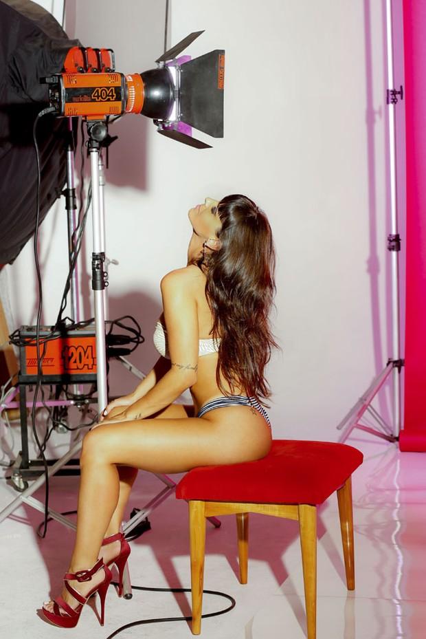 Nova Panicat, Carol Dias, posa em fotos sensuais (Foto: Divulgação / Site Oficial)