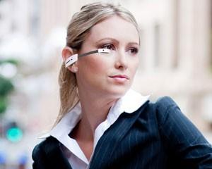 Óculos inteligentes da Vuzix têm acesso sem fio a aplicações de realidade aumentada (Foto: Daniela Braun/G1)