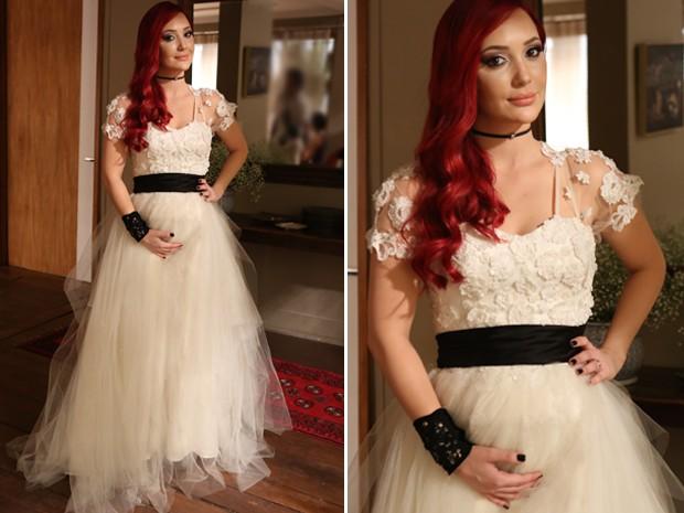A ruiva investe na combinação branco e preto no vestido de noiva (Foto: Pedro Curi / Gshow)