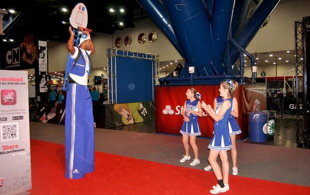 animadores com perna de pau all star game houston (Foto: João Gabriel Rodrigues)