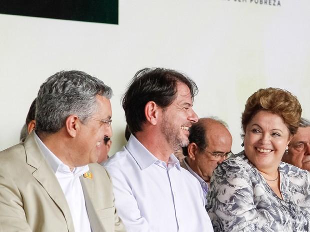 Dilma participa de evento em Fortaleza ao lado do ministro Alexandre Padilha e do governador Cid Gomes (Foto: Roberto Stuckert Filho/PR)
