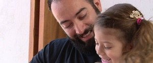 Pai cria página na internet dedicada a paternidade participativa; assista ao vídeo  (Reprodução / TV Diário)