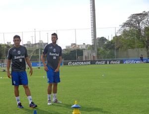 Werley e Souza treinam no Grêmio (Foto: Hector Werlang/GLOBOESPORTE.COM)