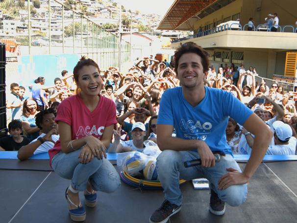 """Atores de """"I Love Paraisópolis"""" marcam presença no palco da Ação Global (Foto: André Gomes de Melo)"""