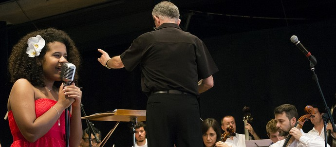 Bebé Salvego e Maestro, Jamil Maluf e Orquestra Sinfônica de Piracicaba  (Foto: Rodrigo Alves)