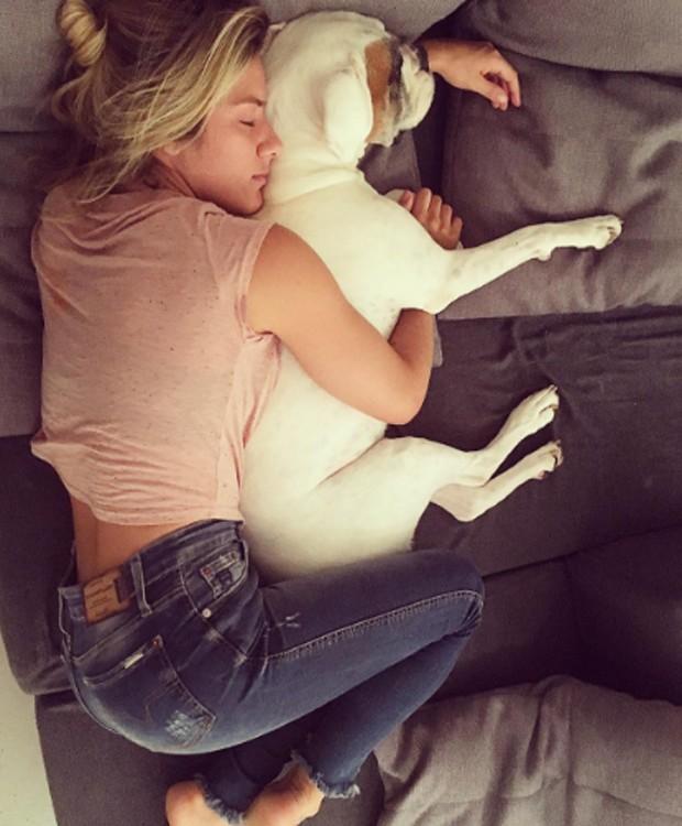 Giovanna Ewbank e seu cachorro Johnny (Foto: Reprodução/Instagram)