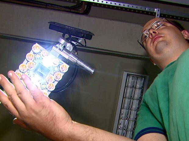 Pesquisador diz que novo equipamento vai otimizar o tratamento de pacientes (Foto: Wilson Aiello/EPTV)