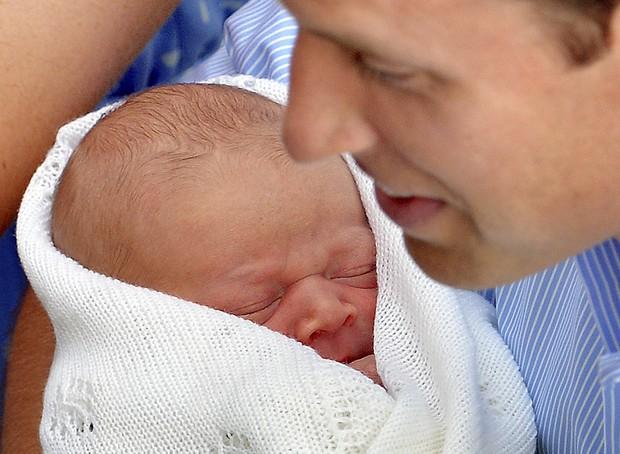 Príncipe William e bebê real (Foto: Agência Reuters)