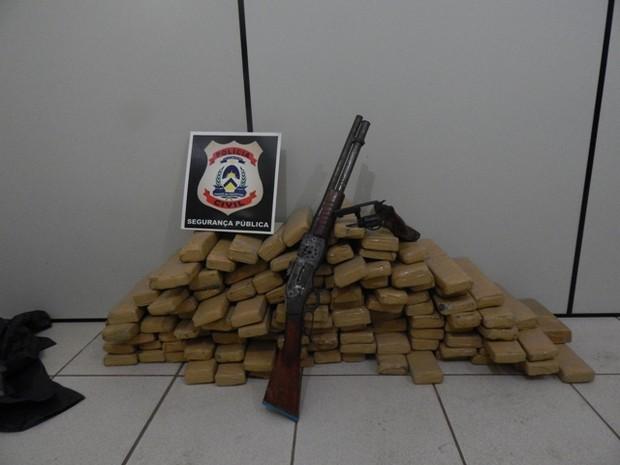 Substâncias apreendidas com quadrilha suspeita de tráfico de drogas (Foto: Polícia Civil/Divulgação)