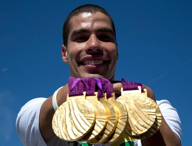 Daniel Dias e as seis medalhas de ouro, conquistadas nos Jogos de Londres (Foto: Fernando Maia/CPB)