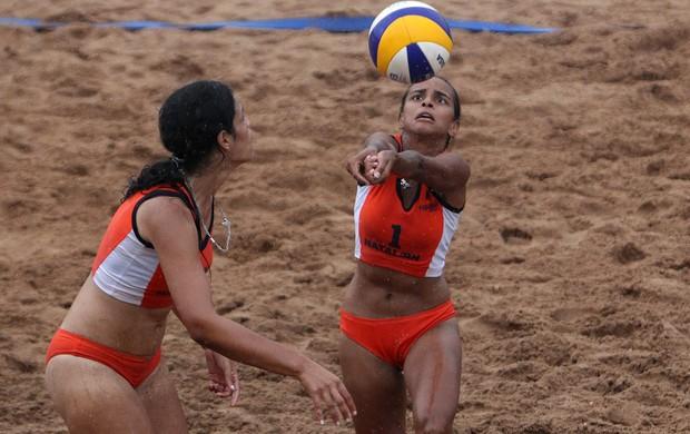Aline Oliveira e Larissa Rocha, do Expansivo Colégio e Curso, de Natal, são convocadas para seleção brasileira escolar de vôlei de praia (Foto: Andre Mourao/AGIF/COB)